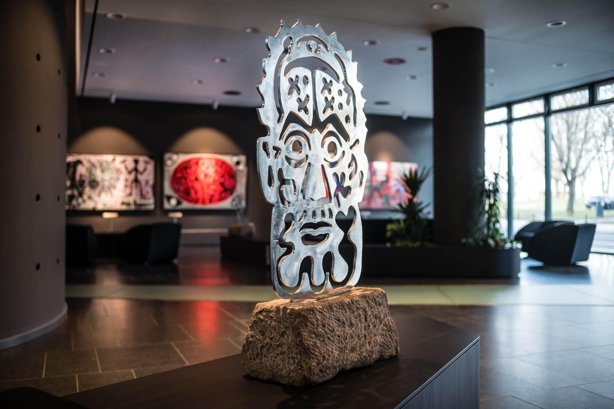 A.R. Penck Skulptur in der Lobby Penck hotel Dresden
