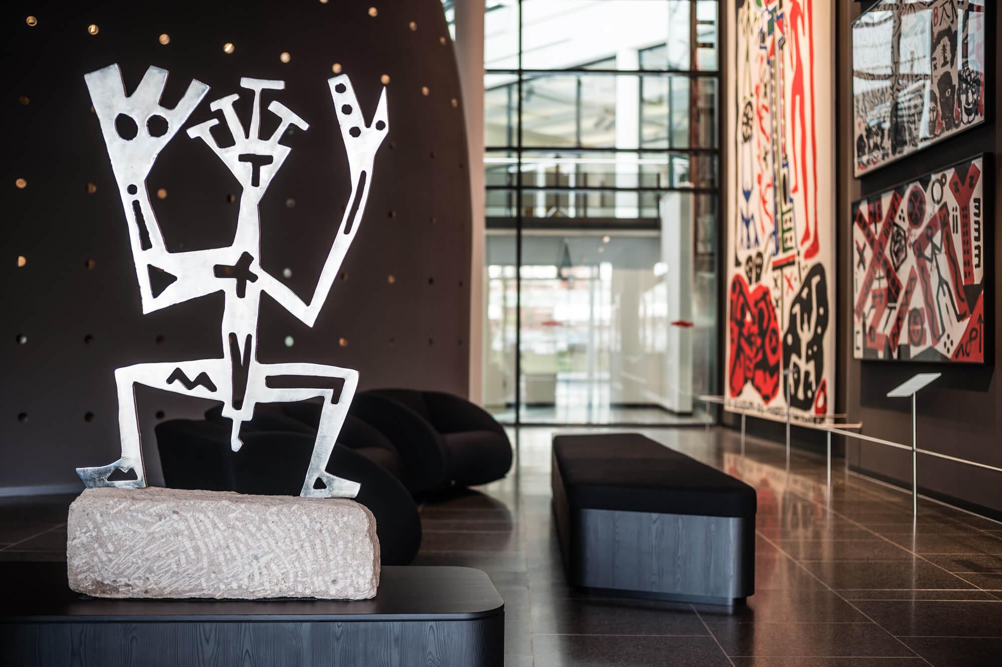 A.R. Penck Skulptur in der Lobby