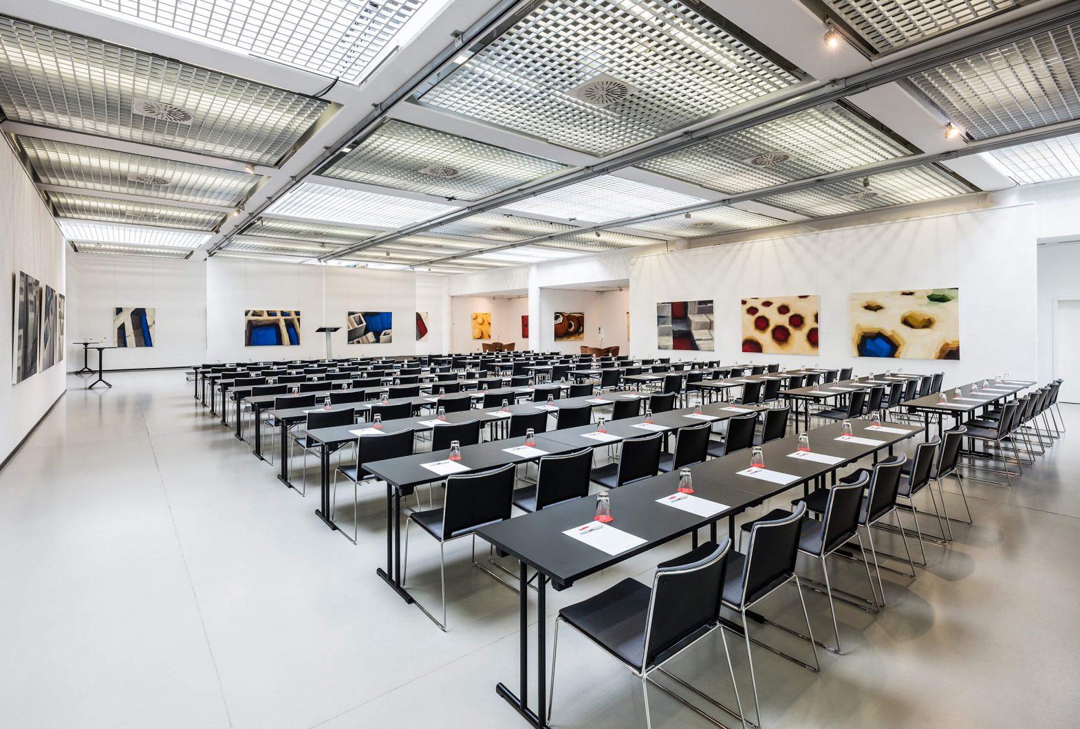 Kunsthalle Dresden in parlamentarischer Bestuhlung