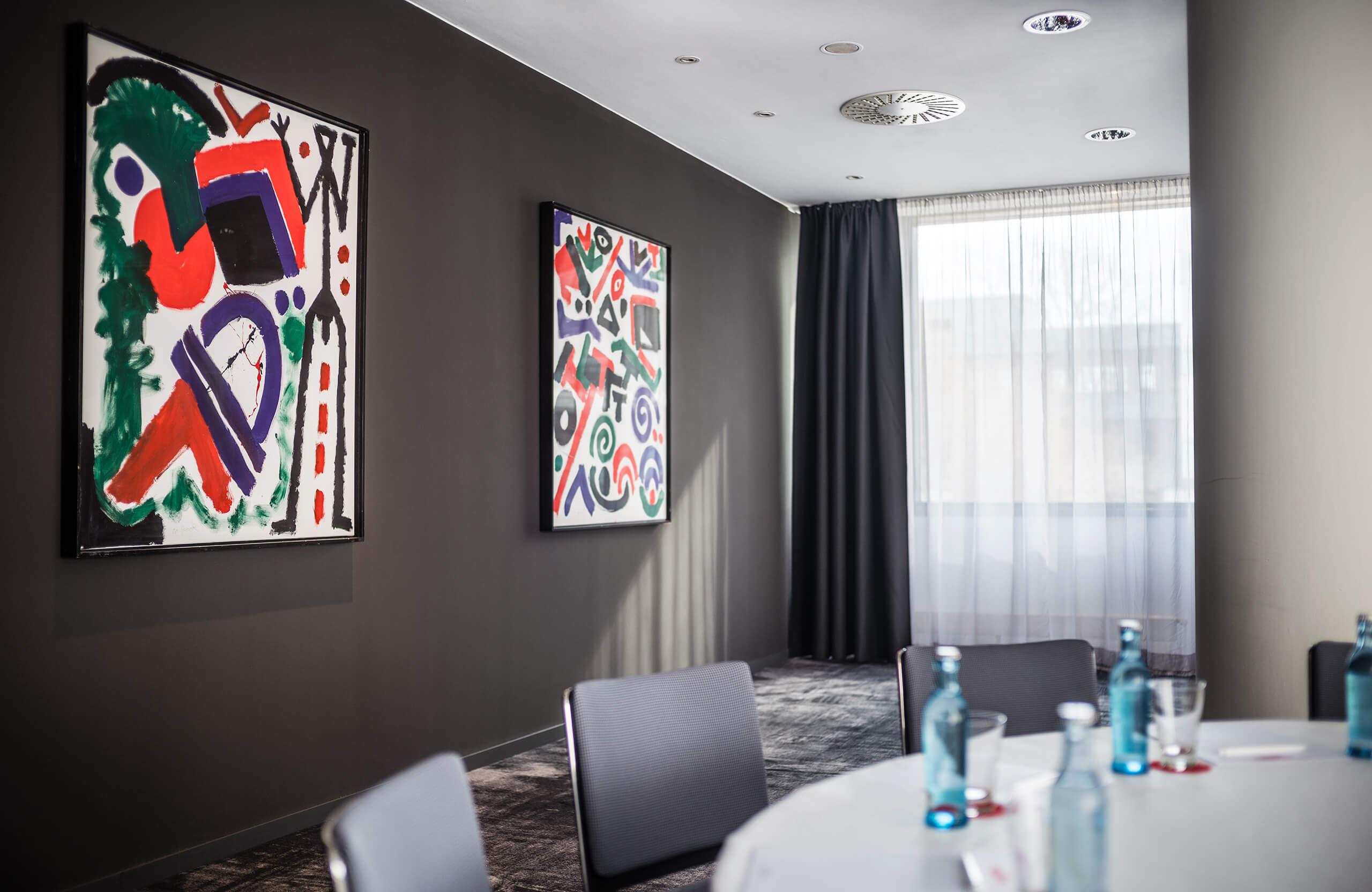 Tagungsraum A mit Penck-Kunstwerken